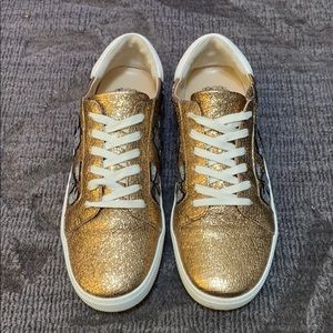 Vince Camuto Claudinia gold leather sz 10 sneaker